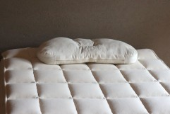 フランスピレネーのやわらかウールベッドパッド1000
